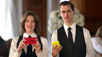 Microsoft Nokia Lumia 920 TV Spot, 'Wedding Fight' - Thumbnail 9