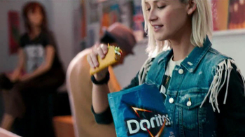 Taco Bell Doritos Locos Tacos TV Spot, 'Bag Pass' Song by New Politics - Thumbnail 4