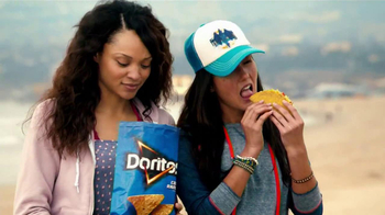 Taco Bell Doritos Locos Tacos TV Spot, 'Bag Pass' Song by New Politics - Thumbnail 6