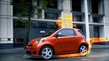 2012 Scion iQ TV Spot, 'Air Bags and MPG' - Thumbnail 5