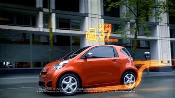 2012 Scion iQ TV Spot, 'Air Bags and MPG' - Thumbnail 6