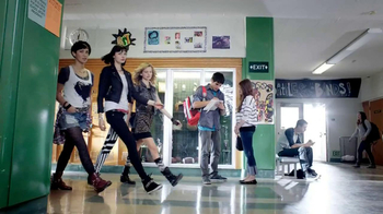 Clean & Clear Advantage Daily Acne Wash TV Spot, 'High School' - Thumbnail 1