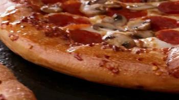 Pizza Hut Flavor of Now Menu TV Spot, 'New Crust Flavors' - Thumbnail 4