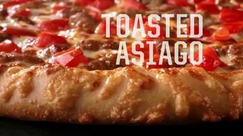 Pizza Hut Flavor of Now Menu TV Spot, 'New Crust Flavors' - Thumbnail 6