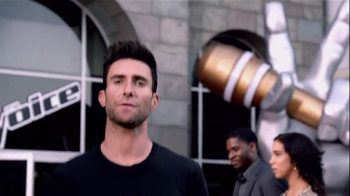 Nissan TV Spot, 'Red Thumb' Featuring Adam Levine - Thumbnail 3