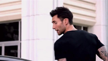 Nissan TV Spot, 'Red Thumb' Featuring Adam Levine - Thumbnail 5