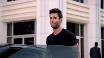 Nissan TV Spot, 'Red Thumb' Featuring Adam Levine - Thumbnail 6