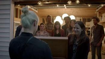 Stella Artois TV Spot, 'Holiday 2014: Gifting' - Thumbnail 6