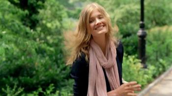 Estee Lauder Pleasures TV Spot, 'Walk in the Park' Song by Plain White T's - Thumbnail 1