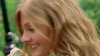 Estee Lauder Pleasures TV Spot, 'Walk in the Park' Song by Plain White T's - Thumbnail 4