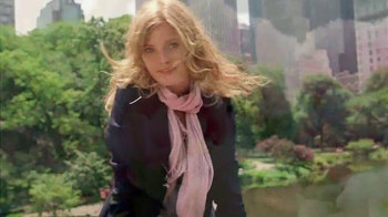 Estee Lauder Pleasures TV Spot, 'Walk in the Park' Song by Plain White T's - Thumbnail 8
