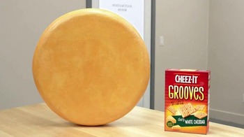 Cheez-It Grooves TV Spot, 'They're Kissing' - Thumbnail 2