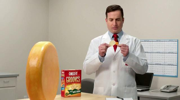 Cheez-It Grooves TV Spot, 'They're Kissing'