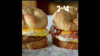 Jack in the Box Breakfast Croissants TV Spot, 'Manny's' [Spanish] - Thumbnail 5
