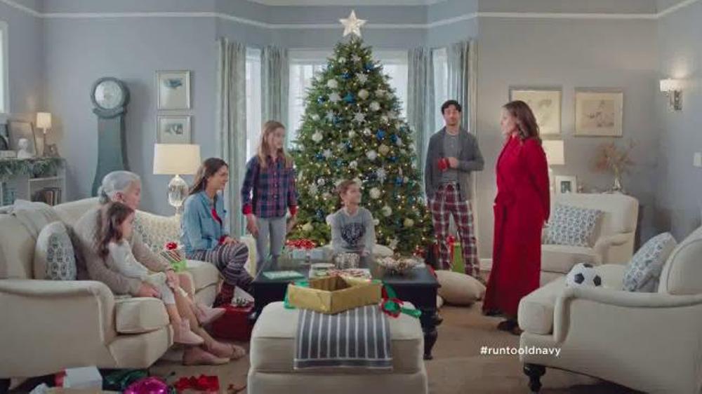 Old Navy TV Commercial, 'Regalos de Navidad Para Todos!' Con Judy Reye