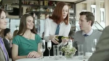 Skechers Slip Resistant TV Spot, 'Restaurante Desastre' [Spanish] - Thumbnail 1