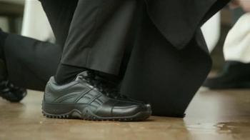 Skechers Slip Resistant TV Spot, 'Restaurante Desastre' [Spanish] - Thumbnail 6