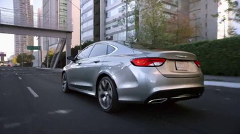 2015 Chrysler 200 TV Spot, 'Psychic' Con Gael Garcia Bernal [Spanish] - Thumbnail 1