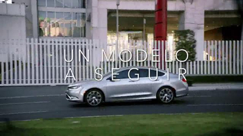2015 Chrysler 200 TV Spot, 'Psychic' Con Gael Garcia Bernal [Spanish] - Thumbnail 10