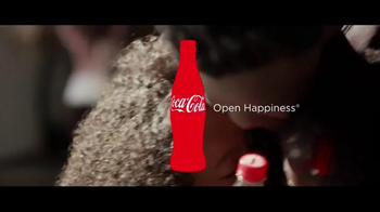 Coca-Cola TV Spot, 'Airport Reunion' Song by Clean Bandit, Jess Glynne - Thumbnail 4