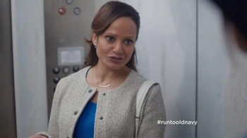 Old Navy TV Spot, '¡Paren el Elevador!' Con Judy Reyes [Spanish] - Thumbnail 6