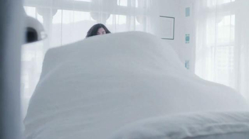 Glade Clean Linen TV Spot, 'Feel Fresh and New' - Thumbnail 1