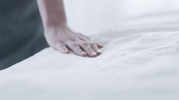 Glade Clean Linen TV Spot, 'Feel Fresh and New' - Thumbnail 2