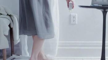 Glade Clean Linen TV Spot, 'Feel Fresh and New' - Thumbnail 3
