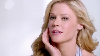 Neutrogena Rapid Wrinkle Repair TV Spot, 'High Hopes' Feat. Julie Bowen