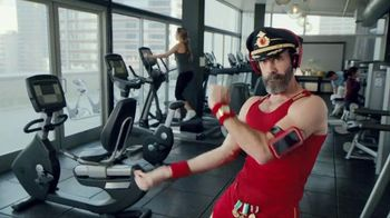 Hotels.com Spring Break Sale TV Spot, 'Captain Obvious Workout: Bathroom' - Thumbnail 1