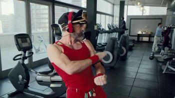 Hotels.com Spring Break Sale TV Spot, 'Captain Obvious Workout: Bathroom' - Thumbnail 4