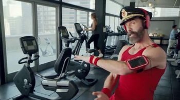 Hotels.com Spring Break Sale TV Spot, 'Captain Obvious Workout: Bathroom' - Thumbnail 6