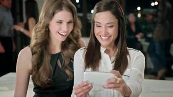 Crest 3D White Luxe Diamond Strong TV Spot, 'Fotos' [Spanish] - Thumbnail 8