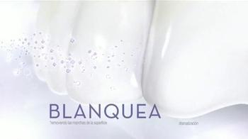 Crest 3D White Luxe Diamond Strong TV Spot, 'Fotos' [Spanish] - Thumbnail 5