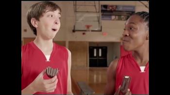 Sara Lee Devil's Food Creme Cakes TV Spot, 'Snack Moment: Basketball' - Thumbnail 8