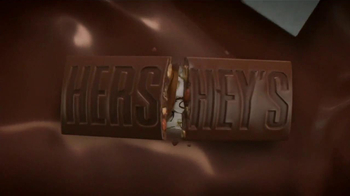 Hershey's with Almonds TV Spot, 'Sonrisa' [Spanish] - Thumbnail 2