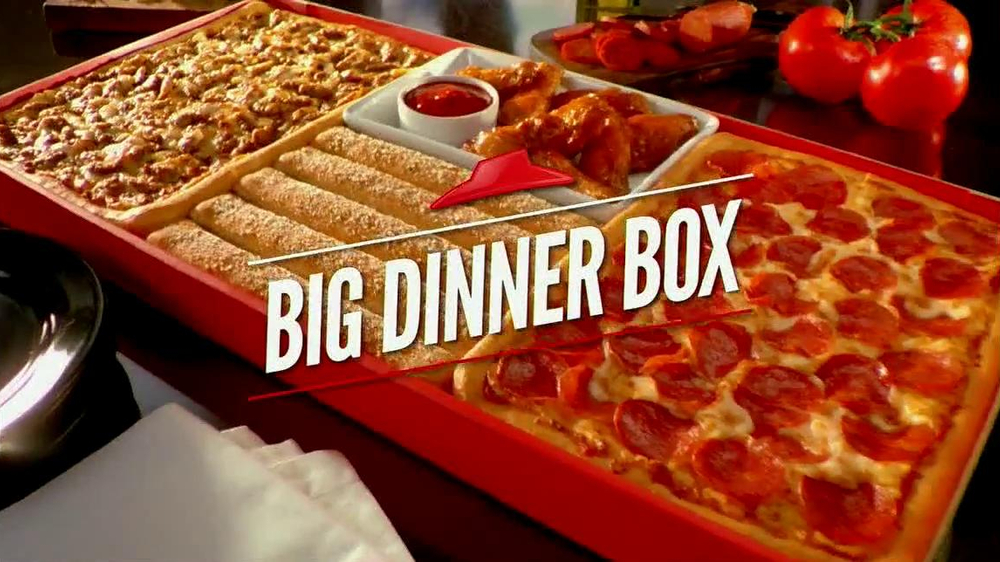 The Pizza Hut 10$ Box Deal is one of the best deals at Pizza Hut. Bought separately, the items come to more than 22$! You can get a 1-Topping rectangular Medium Pizza, 5 Breadsticks with Marinara & 10 Cinnamon Sticks for $