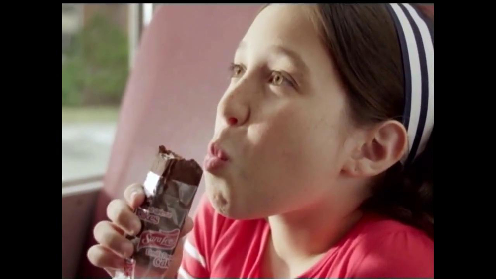 Sara Lee Devil's Food Creme Cakes TV Commercial, 'Delicious Snack Moment'