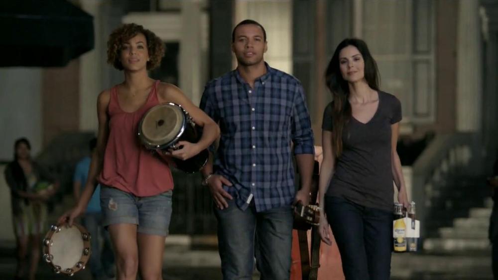 Corona Extra TV Commercial, 'Unir a la Gente'