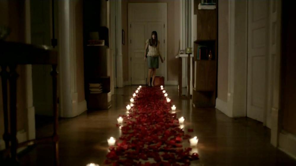 Tecate TV Commercial, 'P??talos de Rosas'