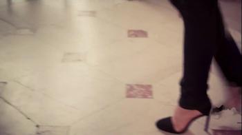 NYDJ TV Spot, 'Walk in Beauty' Featuring Helena Christensen - Thumbnail 4
