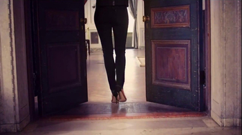 NYDJ TV Spot, 'Walk in Beauty' Featuring Helena Christensen - Thumbnail 9