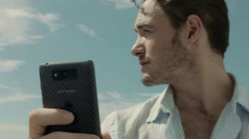 Verizon Droid Max TV Spot, 'Droid Max: Island' - Thumbnail 9