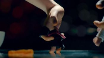 Cheetos TV Spot, 'Finger Fighters' - Thumbnail 9