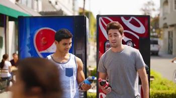 Pepsi TV Spot, 'But Only With Pepsi: Bear' [Spanish] - Thumbnail 1