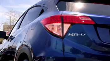 Honda HR-V Crossover 2016 TV Spot, 'Billboard' con Prince Royce [Spanish] - Thumbnail 5