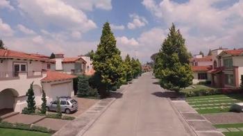DIRECTV TV Spot, 'New Home' con Aarón Díaz [Spanish] - Thumbnail 1