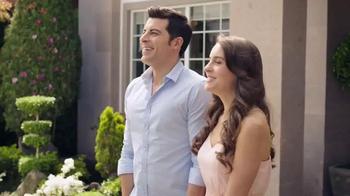 DIRECTV TV Spot, 'New Home' con Aarón Díaz [Spanish] - Thumbnail 2