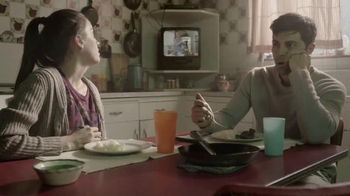 DIRECTV TV Spot, 'New Home' con Aarón Díaz [Spanish] - Thumbnail 8