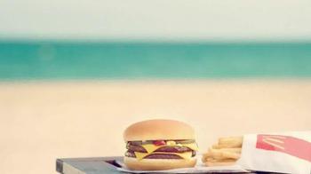McDonald's Double Cheeseburger y Papitas TV Spot, 'La playa' [Spanish] - Thumbnail 6